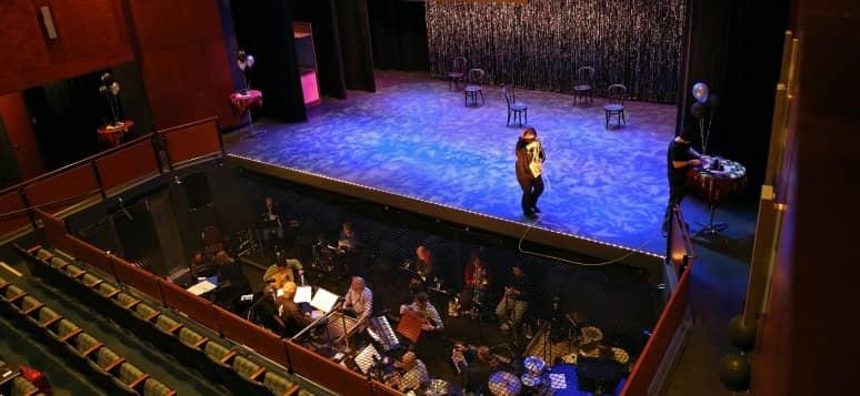 partes de un teatro en el escenario
